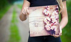 Foto op WhiteWash Vuren: veel kleurkracht en prachtige houtstructuur. Voor meer informatie en voorbeelden: https://www.timberprint.nl/foto-op-hout/houtsoort/whitewash-vuren/