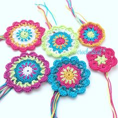 Kleine Mandala von Garn Lana Grossa ... Blumen häkeln  Mache für Mädchenkleid  Crochet Flowers Crochet Earrings, Jewelry, Fashion, Flower Crochet, Nice Things, Hand Crafts, Threading, Gowns, Moda