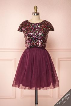 Nandita - You will make a memorable impression in this glittering dress! Burgundy Sequin Dress, Sequin Top, Corsage, New Dress, Lace Dress, Semi Formal Wear, Vintage Prom, Dress With Boots, Glitter