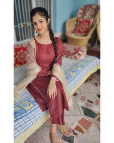 Indian Beauty, Cute Girls, Cold Shoulder Dress, Dresses With Sleeves, Suits, Long Sleeve, Fashion, Moda, Outfits