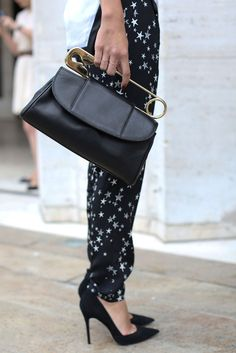 Loving this safety pin purse! Street style