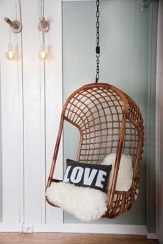 Zwevende hangstoelen! Ze maken je interieur meteen gezellig, warm en speels