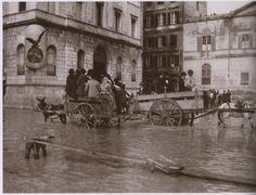 La piena del fiume Tevere del 1915 a piazza Pia (rione Borgo, nei pressi della basilica di San Pietro) a Roma.
