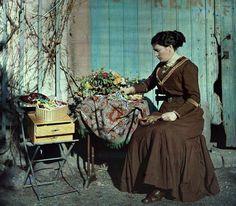 couturière et bouquet-autochrome, 1910's, France