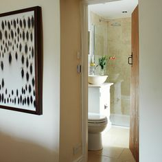 25BH Nov 17 p111 En suite bathroom with natural stone tiling