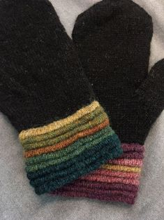 Beautifully welted cuffs on hand knit mittens Crochet Socks, Knit Mittens, Knitted Gloves, Knitting Socks, Hand Knitting, Knitting Patterns, Knit Crochet, Recycled Sweaters, Fingerless Mitts
