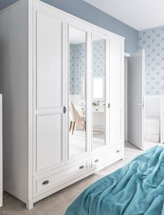 Twoje rzeczy, ubrania i akcesoria budują Twój własny świat dostosowany do indywidualnych potrzeb, dlatego potrzebujesz specjalnego miejsca na ich przechowywanie. #meble #szynakameble #style #furniture #furnituredesign #biel #white