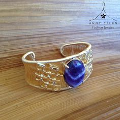 🎄YOU BETTER WATCH OUT, YOU BETTER NOT CRY...🎄  This time of the year can be overwhelming with all the events and people around the town! This hand woven Bracelet with 18k Gold filled and Amethyst is the perfect piece to keep your emotions in check and your inner balance on point to enjoy all celebrations!  >> Have you visited our website today? Fall in love with our collections and exclusive gemstone pieces at www.annystern.com <<