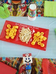decoración para mesa de cumpleaños con temática mario bros Yoshi, Mario Y Luigi, O Pokemon, Plastic Cutting Board, Decorated Cakes, Table Decorations, Gluten Free Treats, Birthday Table
