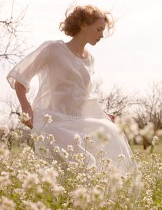 Beautiful white dress #white #field #flowers #playful #tranquil