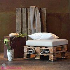 Poltronas com #paletes de madeira  Mais aqui -> http://maispaletes.com