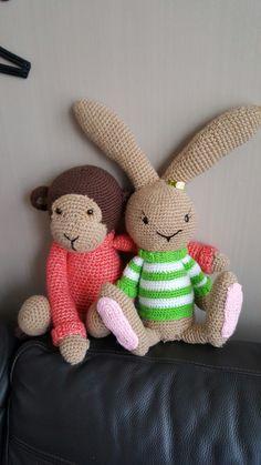 Beste vriendjes, konijntje Lilly en Aapje Ankie van mykrissiedolls #mijnknuffelsvansokkenwol