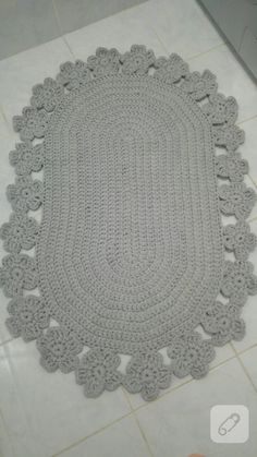 Combed rope from gray mop - Crochet Clothing 2019 - 2020 Crochet Round, Crochet Squares, Crochet Home, Pom Pom Bag Charm, Free Crochet Bag, Bear Rug, Oval Rugs, Crochet Decoration, Diy Carpet