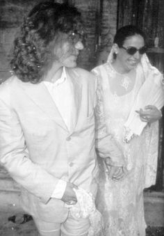 Eddie Vedder and Beth Liebling, Rome, 1994.  I remember back in the day this just broke my Eddie loving heart!