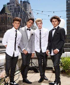 New District, Formal Wear, Beautiful Men, Celebrity Style, Breast, Suit Jacket, Celebrities, How To Wear, Jackets