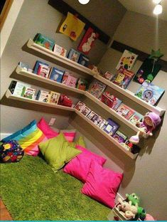 Over 20 children's room design ideas with brilliant layout design .- Over 20 children's room design ideas with brilliant layout design Reading Corner Kids, Kids Corner, Reading Corners, Reading Nook Kids, Children Reading, Reading Corner Classroom, Reading Areas, Reading Library, Corner Nook