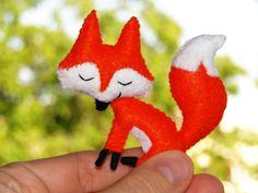 Smiley Fox Felt for a mobile Felt Fox, Wool Felt, Fox Ornaments, Felt Material, Woodland Christmas, Baby Planning, Felt Brooch, Woodland Theme, Woodland Creatures
