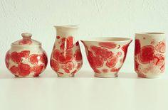 """25 kedvelés, 3 hozzászólás – Ceramiss Ceramic (@ceramiss) Instagram-hozzászólása: """"Piros kollekció #ceramics #handmade #kerámia #tableware #handmadeceramics #pottery #red…"""" Sugar Bowl, Bowl Set, Ceramics, Instagram, Ceramica, Pottery, Ceramic Art, Porcelain, Ceramic Pottery"""