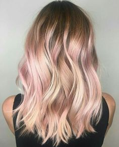 Balayage is an alternative technique to traditional salon highlighting with foils. Your colorist can literally paint highlights precisely where the sun would actually hit your hair. Rose gold balayage is the love chil. Rose Gold Highlights, Rose Gold Balayage, Blonde Rose Gold Hair, Blonde Hair Pink Highlights, Pink Bayalage, Blonde Pink Balayage, Platinum Highlights, Red Hair Underneath Blonde, Hair Colors