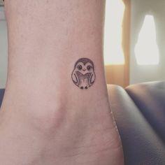 minimalist owl tattoo © Alžběta Palichova