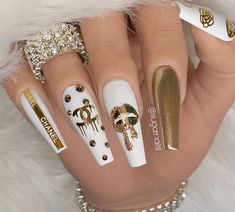 What kind of nail art is suitable for summer, a large part of girls like glitter nails, here are 40 amazing glitter nail design ideas, which may be able to give you inspiration. Summer Acrylic Nails, Best Acrylic Nails, Acrylic Nail Designs, Pastel Nails, Nail Designs Bling, Nail Swag, Classy Nails, Stylish Nails, Channel Nails
