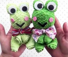 Quick Crafts, Diy And Crafts, Crafts For Kids, Towel Origami, Towel Animals, How To Fold Towels, Sock Dolls, Towel Crafts, Towel Wrap