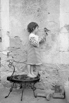 Modern Girls & Old Fashioned Men: Photo Great Photos, Old Photos, Vintage Photos, Photo D Art, Jolie Photo, 2 Colours, Black And White Photography, Cute Kids, Art Photography
