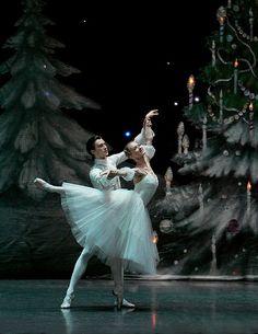 Dmitri Akulinin and Irina Kolesnikova in The Nutcracker. Photo (c) Konstantin Tachkin.