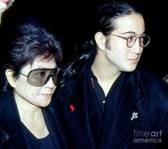 Sean Lennon 15 with his mom Yoko Ono in 1991 Sean Lennon, Yoko Ono, Black Backgrounds, How To Look Better, Entertainment