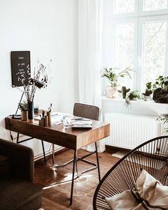 Desk love there's a new interior post up on the blog! #schreibtisch #desksituation #officedesign Home Office Space, Home Office Desks, Office Decor, Office Ideas, Small Office, Office Designs, Workspace Desk, Apartment Office, Black Office