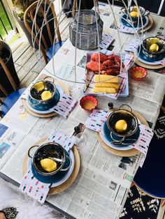 & Thistle - Home Design - Lifestyle - DIY: Lobster Dinner Table Setting -Harlow & Thistle - Home Design - Lifestyle - DIY: Lobster Dinner Table Setting - seafood boil party ideas Lobster Bake Party, Shrimp Boil Party, Seafood Party, Lobster Dinner, Outdoor Table Settings, Outdoor Dining, Setting Table, Lobster Fest, Lobster Boil