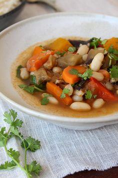 Feijoada de legumes e feijão branco Sopas Light, Vegan Life, Thai Red Curry, Goodies, Soup, Ethnic Recipes, Lactose, Academia, Rice