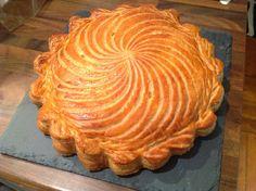 Pour 2 Pithiviers 6/8 personnes Pâte feuilletée 500 g de farine T55 (farine ordinaire) ou 250 g de T55 / 250 g de T45 (gruau) 10 ...