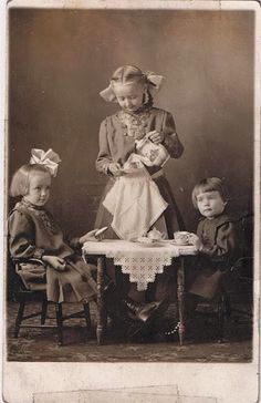 Children tea party with Hardanger Norwegian tablecloth, 1913