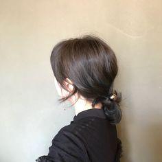 #포니테일 #뒷모습 #프란세스비 #머리끈 #헤어악세사리#헤어스타일#애쉬브라운 Hair Colour, Color, Drawings, Hair Styles, Face, Model, Fashion, Hair Plait Styles, Moda