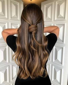 Brown Hair Colors Discover 50 Ideas for Light Brown Hair with Highlights and Lowlights Bronze Highlights for Brunettes Brown Ombre Hair, Brown Hair Balayage, Brown Blonde Hair, Ombre Hair Color, Hair Color Balayage, Caramel Balayage Brunette, Brown Hair Foils, Dark Hair, Baylage Brunette