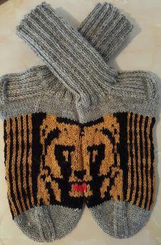 Omin pikku kätösin : Jotain on valmistunutkin Fingerless Gloves, Arm Warmers, Winter, Fashion, Fingerless Mitts, Winter Time, Moda, Cuffs, La Mode