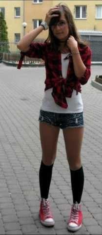 Knee socks on Pinterest | Tilted kilt girls, Schoolgirl and Knee socks ...