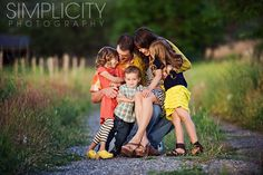 Angie Monson of Simplicity Photography is amazing. This family portrait is so beautiful. Who wouldn't want this in their living room, perhaps as a lovely large canvas? ♥