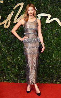 Karlie Kloss from 2015 British Fashion Awards Red Carpet Arrivals In Chanel Alicia Vikander, Star Fashion, Fashion Models, Celebrities Fashion, High Fashion, Women's Fashion, Karl Lagerfeld, Gray Dress, Dress Up