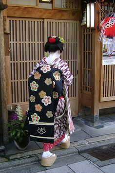 Maiko-san on way to work | Keiko-san introduced me to some M… | Flickr