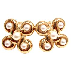 CHANEL Pearl Yellow Gold Earrings 18k Yellow Gold With 10 Round Pearls: 2 - 6mm pearls, 8 - 4mm pearls. France 1990