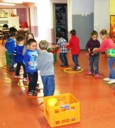 Kooperationsspiele – Vivis Kindergarten - Famous Last Words Motor Skills Activities, Team Building Activities, Gross Motor Skills, Indoor Activities, Physical Activities, Learning Activities, Kindergarten Activities, Classroom Activities, Preschool Activities