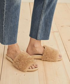 Jenni Kayne Shearling Slide Sandal Natural Shoes Too Big, Hip Bones, Pull On Boots, Leather Clogs, Fall Shoes, Fall Trends, Slide Sandals, Get Dressed, Heeled Mules
