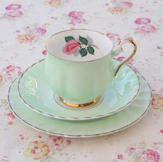 Vintage Cup and Saucer Vintage Cups, Vintage Tea, Tea Cup Saucer, Tea Cups, Teapots And Cups, My Cup Of Tea, Tea Service, Chocolate Pots, Shabby Chic