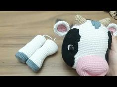 35 cm tall amigurumi calf section front and back leg preparation . Fabric Doll Pattern, Primitive Doll Patterns, Knitted Doll Patterns, Doll Patterns Free, Knitted Nurse Doll, Knitted Dolls, Image Fashion, Diy Rag Dolls, Crochet Cow