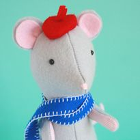 "DIY Your Own Little ""Fig the Mouse"" with his red baret. He is a real Petit Mon Cherie. He is given as Free Pattern from designer Jodie Carlton and shared by Beth on Shiny Happy World!"