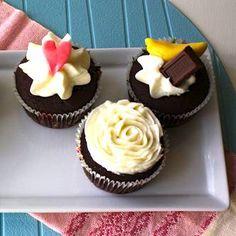 Paso a paso Cupcakes de chocolate con crema de mantequilla y decoraciones.