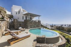 Villa Tiffany || Villa Tiffany is a villa situated in Platis Yialos Mykonos in the Mykonos Region and is 3.5 km from the cosmopolitan Mýkonos City. This villa provides an outdoor pool and free WiFi.