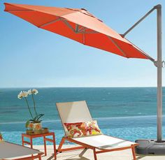 Protect your guests from the sun's heat and harmful rays with this cantilever umbrella.
